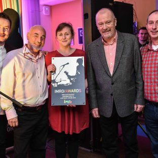 Una Molloy accpeting the IMRO Outstanding Contribution to Live Music Award 2015 with Paddy McKenna, Johnny Lappin, Keith Donald & Steve Lindsey.